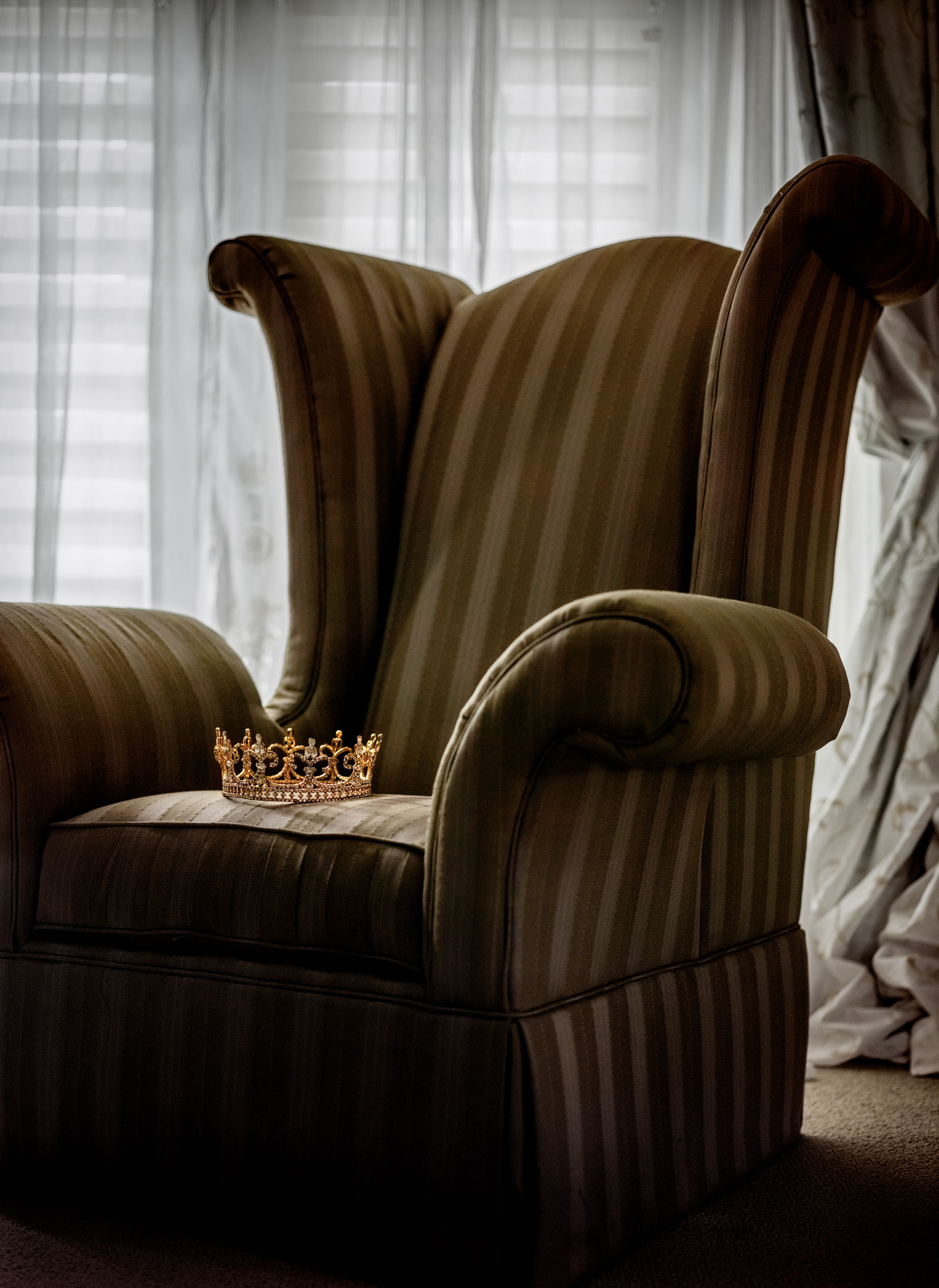 Picture of a crown on an armchair