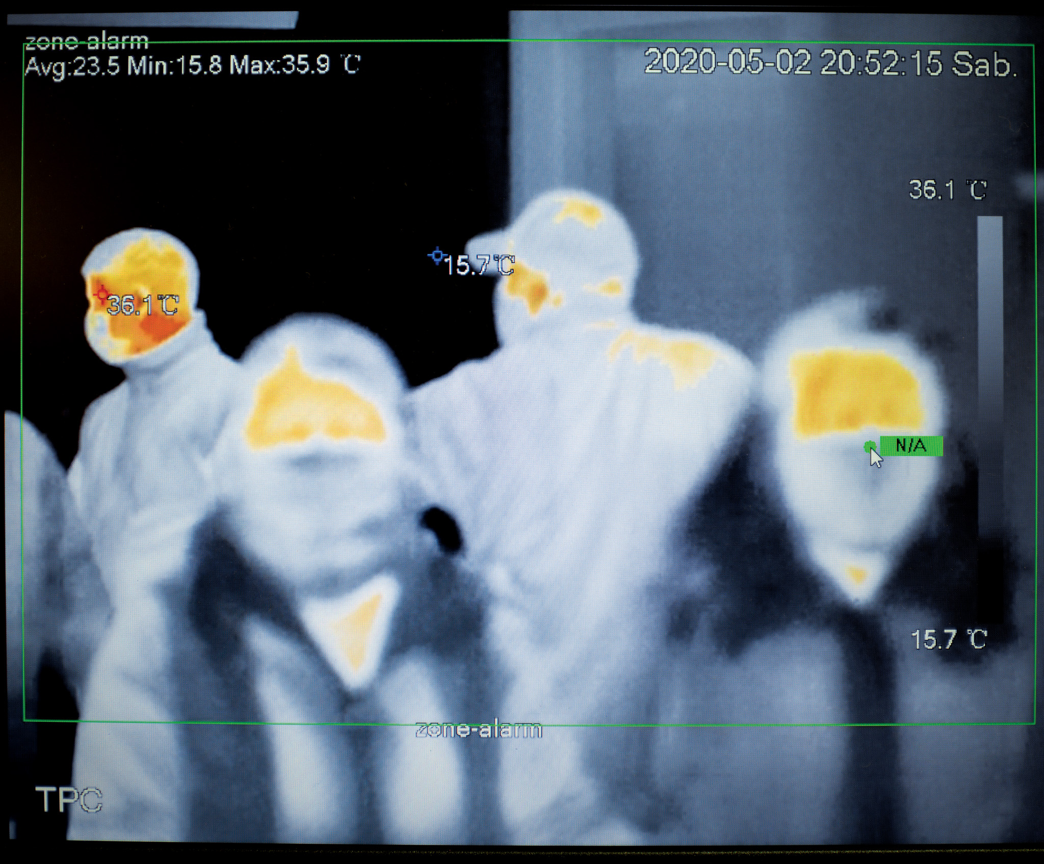 Infrared picture of people walking